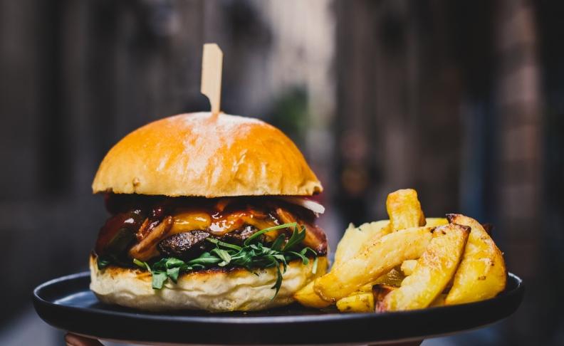 2hamburger-and-fries_4460x4460